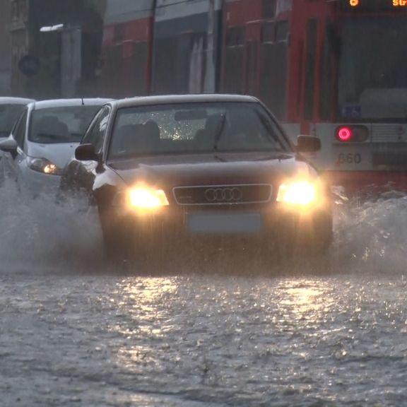 Alarmstufe Rot! DWD warnt vor Starkregen, Überschwemmung + Hagel (Foto)