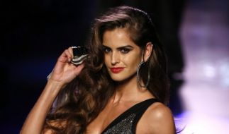 Supermodel Izabel Goulart in Aktion. (Foto)