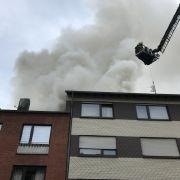 Mann springt aus brennendem Wohnhaus - schwer verletzt (Foto)