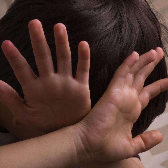 Pädophile Nanny filmt sich beim Sex vor Kindern (Foto)