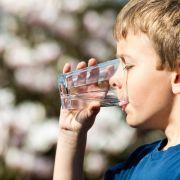 Horror-Eltern zwingen Sohn (11), zu viel Wasser zu trinken - tot! (Foto)