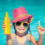 Kinder-Sonnencremes im Test: DIESES Produkt schmiert ab (Foto)