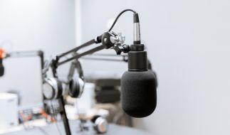Trauer um Juergen Schulz: Der MDR-Moderator, bekannt aus Rundfunk und Fernsehen, ist im Alter von 76 Jahren gestorben (Symbolbild). (Foto)