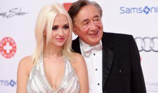 Cathy Lugner, hier mit ihrem Ex-Ehemann Richard Lugner, verwöhnt ihre Fans mit Vorliebe mit sexy Instagram-Fotos. (Foto)
