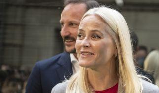 Kronprinzessin Mette-Marit von Norwegen, hier mit ihrem Mann Kronprinz Haakon, muss einen schweren Schicksalsschlag verkraften. (Foto)