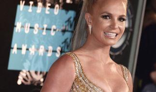 Britney Spears bewirbt im heißen Gold-Look ihre neue Single. (Foto)