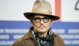Ist Johnny Depp jetzt mit der Stieftochter von Uschi Glas zusammen? (Foto)