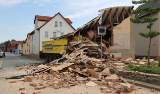 In Altkirchen in Thüringen ist ein LKW-Fahrer in ein Haus gefahren und gestorben. (Foto)
