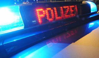 Die Polizei in Thüringen fahndet nach einem Autofahrer, der einen Polizisten schwer verletzt hat (Symbolbild). (Foto)