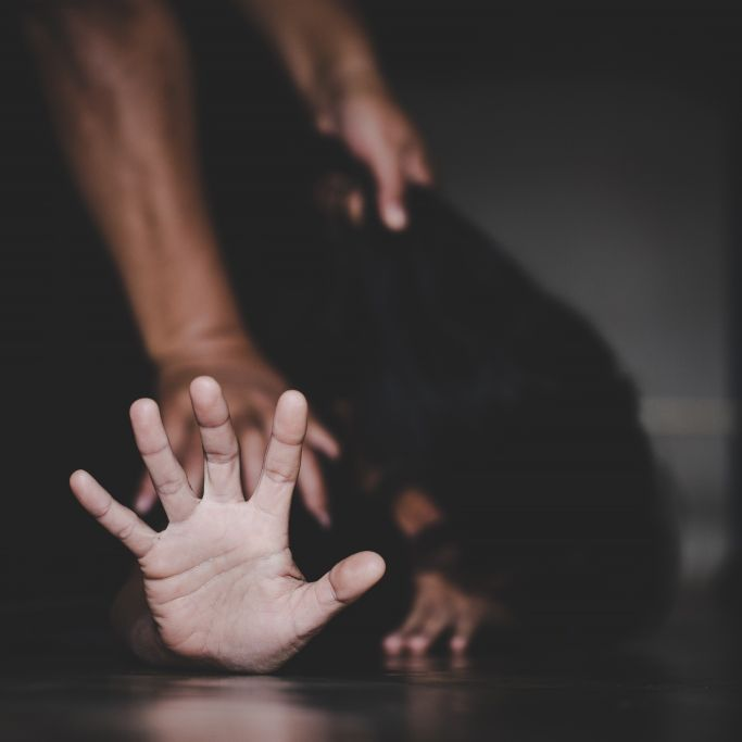Oma (72) muss Enkel-Vergewaltigung mitansehen - tot! (Foto)