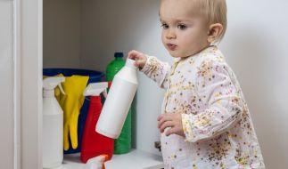 In England starb ein Kleinkind, nachdem es Toilettenreiniger getrunken hatte. (Symbolbild) (Foto)