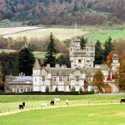 Royaler geht's kaum: Auf Schloss Balmoral in den schottischen Highlands verbringt Queen Elizabeth II. ihre Ferien am allerliebsten.
