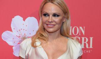 Pamela Anderson lässt es im Netz krachen. (Foto)