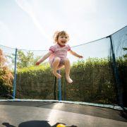 Missglückter Salto auf Trampolin! Mädchen (12) verliert Arm (Foto)