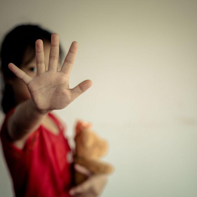 Mädchen (13) von Polizisten vergewaltigt, geschwängert und zur Abtreibung gezwungen (Foto)