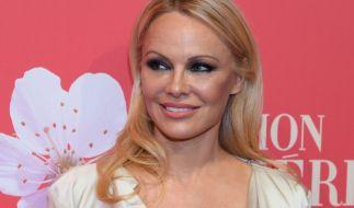 Pamela Anderson zeigt sich im knappen Bikini. (Foto)