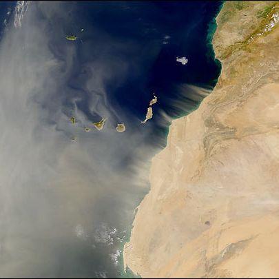Monströse Sahara-Staubwolke zieht aktuell über den Atlantik (Foto)