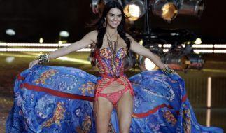Als scharfes Cowgirl knappen Bikini heizt Kendall Jenner ihren Instagram-Followern ein. (Foto)