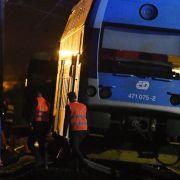Pendlerbahn rammt Güterzug - ein Toter, zahlreiche Verletzte (Foto)