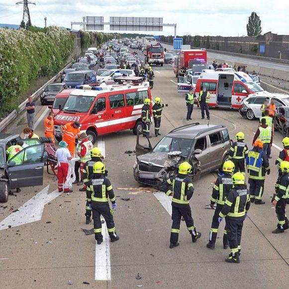 Transporter rast in Stauende - Mann (57) tot (Foto)