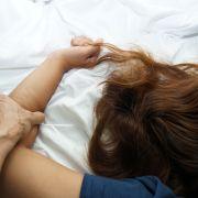Stiefvater vergewaltigt Mädchen (16) und zwingt sie zu Nackt-Fotos (Foto)