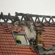 Ultraleichtflugzeug kracht in Wohnhaus - 3 Menschen getötet, Kleinkind verletzt (Foto)