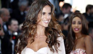 Das brasilianische Model Isabel Goulart weiß seine sexy Reize nicht nur auf dem Laufsteg perfekt in Szene zu setzen. (Foto)