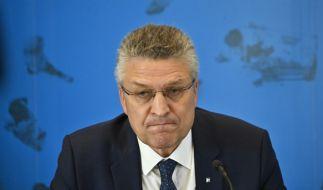 Die steigenden Corona-Neuinfektionen veranlassten den RKI-Chef Lothar Wieler zu deutlichen Worten in der Pressekonferenz. So fielen die Reaktionen auf Twitter aus. (Foto)