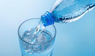 Stiftung Warentest hat 31 Mineralwässer genauer untersucht. (Foto)
