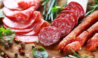 Mehrere Sorten Salami des Herstellers Mega Fleisch mit Sitz in Stuttgart werden aus Gründen des vorbeugenden Verbraucherschutzes zurückgerufen (Symbolbild). (Foto)