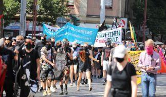 In Erfurt protestierten Hunderte gegen Rechtsextremismus und Übergriffe der rechten Szene. (Foto)