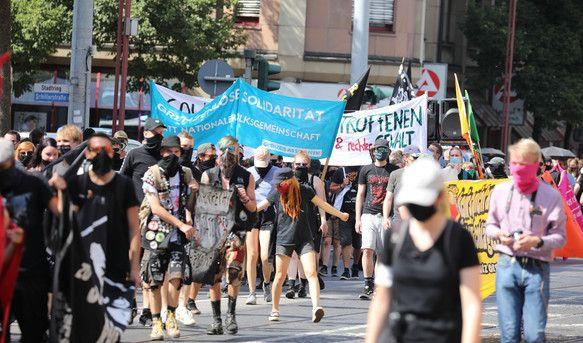 In Erfurt protestierten Hunderte gegen Rechtsextremismus und Übergriffe der rechten Szene.