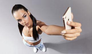 "Elene Lucia Ameur zieht bei ""Promi Big Brother"" ein - so tickt das Model privat. (Foto)"