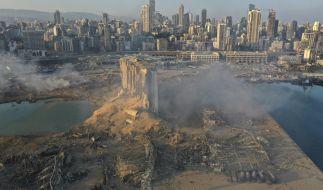 Rauch steigt im Hafen auf, nachdem sich eine Explosion ereignete. (Foto)