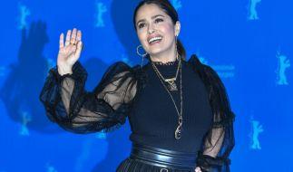 Schauspielerin Salma Hayek hat sich auf Instagram eine feucht-fröhliche Abkühlung gegönnt. (Foto)