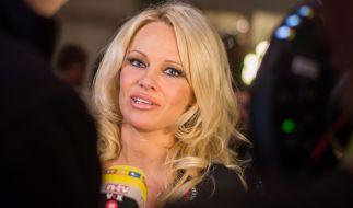 Pamela Anderson versext das Netz mit heißen Yoga-Posen. (Foto)