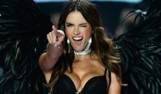 Alessandra Ambrosio macht mit ihrem Bikini-Hammer ihre Fans munter. (Foto)