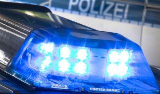 Die Polizei Sachsen ermittelt nach einem Leichenfund wegen des Verdachts auf Totschlag gegen Unbekannt. (Foto)
