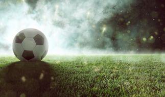 Ein erst 16 Jahre alter Nachwuchs-Fußballer der Stuttgarter Kickers ist bei einem tragischen Unfall ums Leben gekommen (Symbolbild). (Foto)
