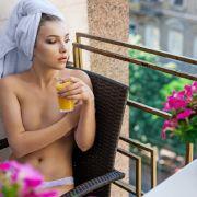 Saftiges Bußgeld! Nacktes Sonnenbad kann richtig teuer werden (Foto)