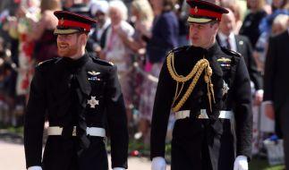 Der Anfang vom Ende? So vertraut wie am Hochzeitstag von Prinz Harry soll das Verhältnis zu dessen Bruder Prinz William längst nicht mehr sein. (Foto)