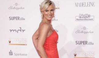 ARD-Moderatorin Kamilla Senjo macht vor der Fernsehkamera eine ebenso makellose Figur wie auf dem roten Teppich. (Foto)