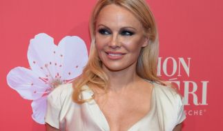Pamela Anderson räkelt sich auf Instagram. (Foto)