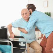 """""""Pflege macht arm!"""" So tief müssen Senioren in die Tasche greifen (Foto)"""