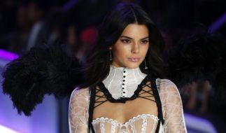 Kendall Jenner versexte das Netz mit einem Feuerwerk im knappen Bikini. (Foto)