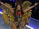 Alessandra Ambrosio bewirbt ihre Bikini-Höschen gerne mit einem intimen Kracher. (Foto)