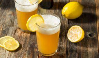Gesundheitsgefahr für Radler-Fans! Wegen Glaspartikeln ruft eine Brauerei ihr Biermischgetränk zurück. (Foto)