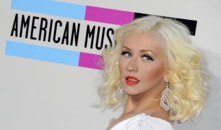 Auf Instagram bot Christina Aguilera ihren Fans eine Wet-T-Shirt-Show im nassen roten Kleid. (Foto)