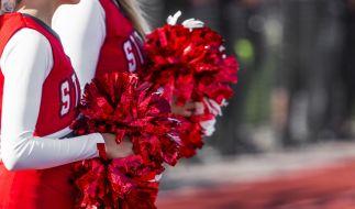 Cheerleaderin muss Strafrunden bei extremer Hitze laufen und stirbt. (Symbolbild) (Foto)