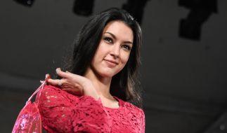 Rebecca Mir zeigt sich im Netz ohne BH. (Foto)
